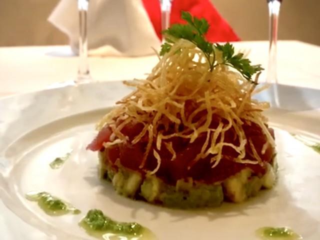 La Lorraine  Tartare de thon rouge / Concassé d'Avocat aux aromates / Chips de pommes de terre